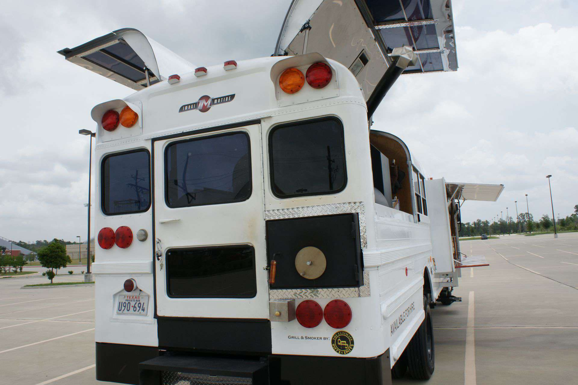 extreme tailgating bus